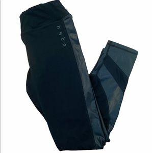 ✨3 for $30✨Ladies Black Cropped Mesh Leggings- M